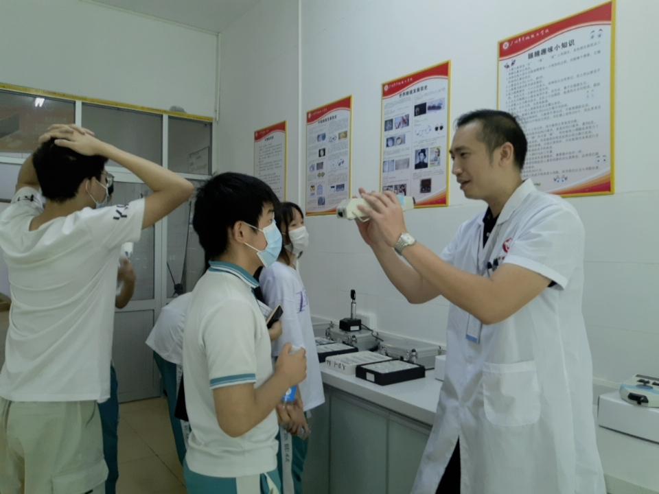 【验光师培训需要多少天】新概念眼镜视光职业培训学校2020