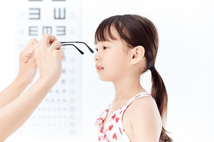 为什么要防治近视?近视验光和测视力是一样吗?