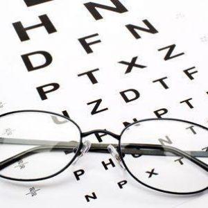 眼镜验光师培训班怎么选择?报眼镜验光师培训班学配眼镜技术要多少钱。