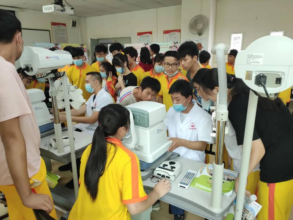 广州市华风技工学校入学要求